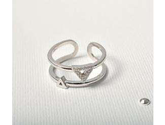 Серебряное кольцо с фианитом (т1622083)