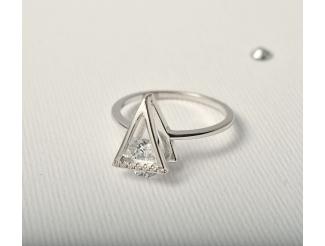 Серебряное кольцо с фианитом (1624368)
